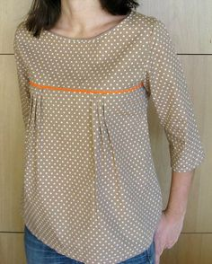 The best DIY projects & DIY ideas and tutorials: sewing, paper craft, DIY. DIY Women's Clothing : patron gratuit tunique japonaise More -Read Clothing Patterns, Dress Patterns, Diy Clothes, Clothes For Women, Sewing Blouses, Women's Blouses, Diy Vetement, Tunic Pattern, Free Pattern