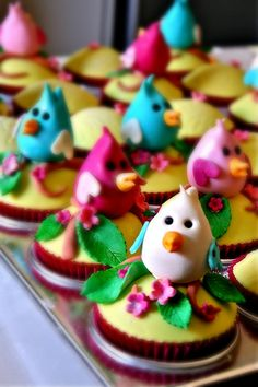 Edible bird cupcake