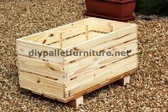 Another interesting project from Manou is the one that you can see in these images. They are several pallet planters to plant climbing plants like vines. The pallets are deconstructed to obtain the…