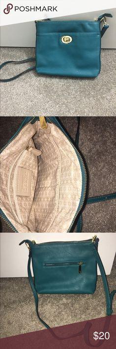Green crossbody bag Summer is almost here! Green crossbody bag! Great for summers and traveling ! Bags Crossbody Bags