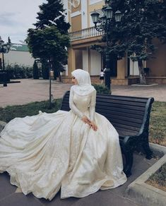 Check out these wedding Hijab styles that are stunning! dresses muslim hijab bride veils 10 Wedding Hijab Styles That Are Stunning Muslim Wedding Gown, Hijabi Wedding, Wedding Hijab Styles, Muslimah Wedding Dress, Muslim Wedding Dresses, Muslim Brides, Dream Wedding Dresses, Wedding Gowns, Boho Wedding