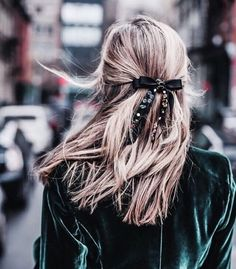 "49 Likes, 1 Comments - Miss Cavallier (@misscavallier) on Instagram: ""Lazo➕Peinadofácil de imitar!! Quién se anima??? #peinado #lazo #bow #invitada #velvet #terciopelo…"""