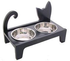 Elevated pet feeder