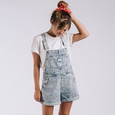 Just restocked the Levi's Vintage Shortalls in mediums and larges 🙌🏻. We won't be able to restock these in any other sizes or at any other… Overall Shorts Outfit, Overalls Outfit, Spring Summer Fashion, Spring Outfits, Boho Summer Outfits, Style Summer, Short Outfits, Casual Outfits, Pretty Outfits