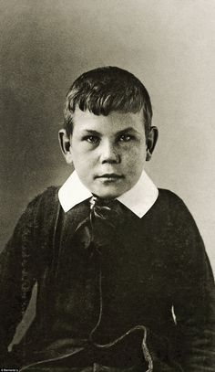 William F. Long, aged William and his brother were admitted in 1912 when their mother's illness prevented her from looking after them when their father drowned on the Titanic. William was struck down with an unknown illness and died three years later World Photography, Historical Pictures, Short Cuts, Titanic, Vintage Images, Old Photos, Vintage Black, Boy Or Girl, Sick