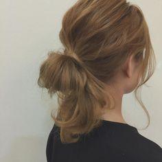 ゴムだけでできる簡単なまとめ髪のご紹介です。ヘアピンや難しいテクニックは不要! ぶきっちょさんでも安心してトライできるまとめ髪を厳選してお届けします。これを読めば、あなたもまとめ髪上手♡