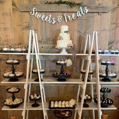 Wood Ladder Shelf, Wooden Ladder, Wooden Shelves, Ladder Decor, Craft Fair Displays, Gift Shop Displays, Craft Booths, Display Ideas, Portable Display