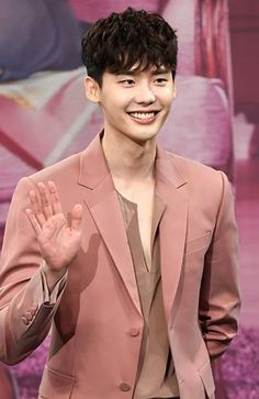 Actor Lee Jong suk will play in the upcoming local film VIP !