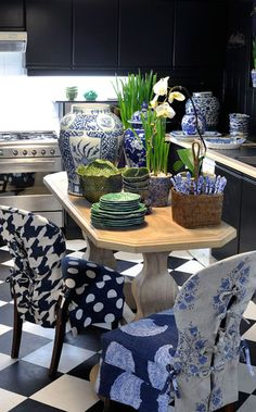 Janelle McCulloch's Library of Design: Navy and Cobalt: The Romance of Blue Hues