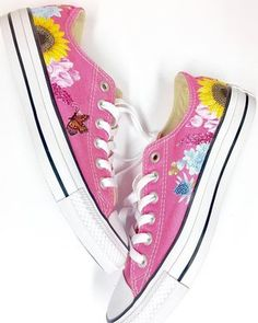The perfect honeymoon shoe 💕 cons bursting with delphiniums, thistle sunflowers & sweetpeas 🌸🌿🌷to design your own to match your wedding flowers simply get in touch 💌 Painted Converse, Delphiniums, Hand Painted Shoes, Chuck Taylor Sneakers, New Shoes, Design Your Own, Sunflowers, Wedding Shoes, Bespoke