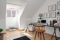 dachwohnung home office skandinavischer wohnstil natürliches licht