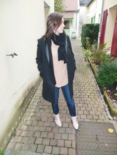 Manteau - Best Mountain // Chemise en soie - Carven // Jeans - H&M // Echarpe en cachemire - COS // Susanna Boots - Chloé // Madison Bag - Coach