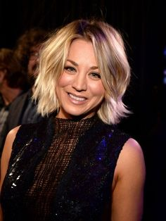 Kaley Cuoco is proof that you can grow out short hair without any awkward stages. Here's how she pulled off growing out a pixie cut, bob, lob and beyond. Bob Hairstyles With Bangs, Layered Bob Hairstyles, Lob Hairstyle, Blonde Hairstyles, Growing Out Short Hair Styles, Growing Out Bangs, Short Hair Cuts, Growing Out A Bob, Kaley Cuoco
