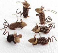 Мышки из шишек и ореховых скорлупок. И еще 35 идей использования шишек: гномики и совы, украшения для елки и интерьера.