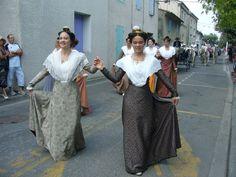 Défilé des arlésiennes à St Eloi Rognonas 42