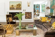 The 11-foot-long vintage sofa in thisliving room is a mod counterpoint to a pair of traditional antique chairs.