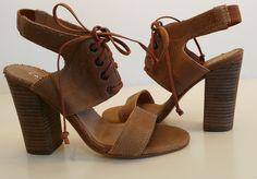Sandalo allacciato Carmens