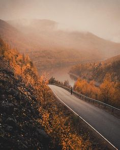 ~ Drove the most beautiful road in Finland from Karigasniemi to Utsjoki today and the autumn colors where just crazy gorgeous. Next I'm gonna pass the Teno river and start roadtripping around Norway 🤘🏼 Rivers And Roads, October Country, Lapland Finland, Beautiful Roads, Beautiful Scenery, Autumn Scenes, Autumn Aesthetic, Autumn Cozy, Roadtrip