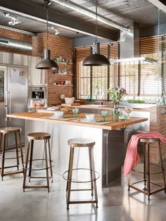 Home Interior Design — Cozinha estilo industrial por Egue y Seta. Industrial Kitchen Design, Industrial House, Industrial Interiors, Interior Design Kitchen, Modern Industrial, Vintage Industrial, Industrial Kitchens, Industrial Farmhouse, Industrial Stairs