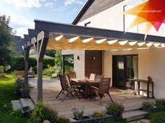 Mit einem raffbaren Sonnensegel holst du dir eine Prise Extravaganz ins Haus beziehungsweise auf die Terrasse. Fest steht, dass du mit einem solchen Sonnenschutz eine individuelle Note in deinen Outdoor-Bereich einbringst, der die Sonnenstrahlen blockt und hinreißend aussieht. Träumst du davon, deine Terrasse in außergewöhnlicher Weise zu gestalten, hast du mit unseren Innovationen von easy2shade jetzt die Möglichkeit dazu. Canopy Outdoor, Outdoor Decor, Pergola, Outdoor Structures, Diy, Note, Home Decor, Vintage, Patio