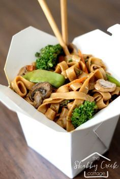 Better-Than-Takeout Veggie Lo Mein Love vegetable lo mein? Make it yourself with this easy recipe that really is better than any take out restaurant you'll ever eat. Veggie Recipes, Asian Recipes, Vegetarian Recipes, Dinner Recipes, Cooking Recipes, Healthy Recipes, Easy Recipes, Chinese Recipes, Chinese Food