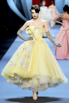 I've posted a couple, but here are a few more. This is by far one of my most favorite Dior Haute Couture shows in the past five years. This is so retro, so classy. You don't come across this kind of classy/classic look much these days, at least in every day life. Cheers to this beautiful collection, Christian Dior Spring/Summer 2011 Haute Couture! Here is a Fashion Fave.