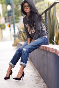 oversized sweater  + rolled jeans + heels