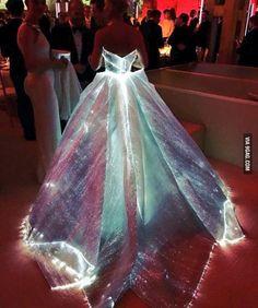 Met Gala 2016. Claire Danes wearing Zac Posen's dress Optic fiber dress. You'll fall in love even faster.