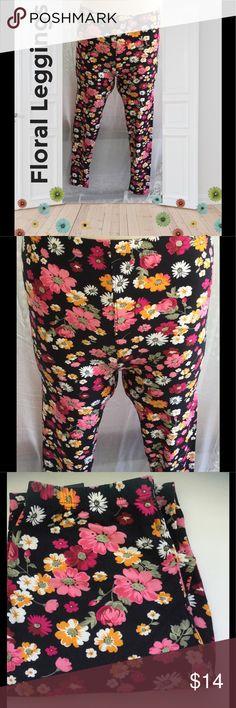 JUST IN🔹 Floral Leggings OSFM Floral leggings, elastic waist, pull on, 95% polyester, 5% spandex Pants Leggings