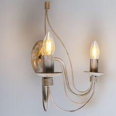 Wandlamp Zero Branco 2 taupe - Schitterende taupe wandlamp in een antieke uitstraling. De 2 armen en kaarsvormige lichtbronnen zorgen voor een erg mooi effect.