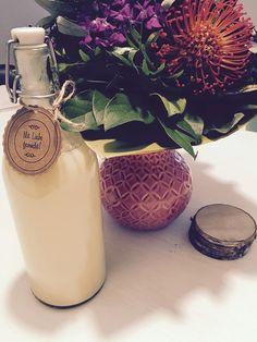 Sahne - Maracuja - Schnaps, ein sehr schönes Rezept aus der Kategorie Likör. Bewertungen: 21. Durchschnitt: Ø 4,6. Moscow Mule Mugs, Smoothies, Food And Drink, Vase, Drinks, Tableware, Diy, Shot Recipes, Smoothie