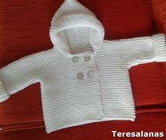 Para regalar a un bebé de tres meses hemos hecho este abriguito. Seguimos un patrón de Phildar  Utilizamos . Baby Cardigan Knitting Pattern, Baby Knitting, Crochet Baby, Knitting Patterns, Tricot Baby, Baby Sweaters, Handmade Baby, Needlework, Baby Boy