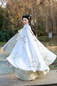 moonbeam-on-changan:Girls display Chinese hanfu in Ming Dynasty style. Photos by 锦瑟衣庄