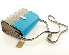 Carpisa brand, amelyet az extravagancia jellemez. Bags, Fashion, Handbags, Moda, Fashion Styles, Fashion Illustrations, Bag, Totes, Hand Bags