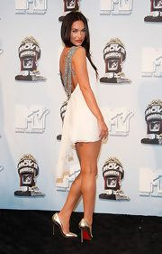 Actress Megan Fox poses with the award for Best Movie for 'Transformers' in the press room during the annual MTV Movie Awards held at the Gibson Amphitheatre on June 2008 in Universal City, California. Megan Fox Legs, Megan Fox Style, Megan Fox Hot, Megan Denise Fox, Talons Sexy, Estilo Indie, Mtv Movie Awards, Celebs, Celebrities