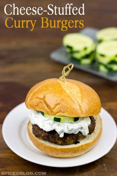 Celebrate the arrival of Spring with these tasty Cheese-Stuffed Curry Burgers! Wrap Recipes, Beef Recipes, Dinner Recipes, Healthy Recipes, Hamburger Recipes, Delicious Recipes, Summer Grilling Recipes, Homemade Yogurt, Yummy Food