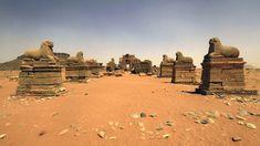 Un pasillo de estatuas de carneros en el Templo de Amón, en Naga, al sur de la antigua ciudad de Meroë