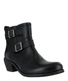 This totally trendy pair is zipped up with style and supported by a chunky heel allowing a fashionably firm stance. These buckle-adorned boots ensure plenty of chatter during that strut through town.