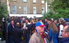 Alegeri prezidenţiale 2014. Mii de români stau la coadă la secţiile din Munchen, Paris, Viena, Madrid şi Londra - #Diasporavoteaza (Adevarul)  Romani la vot in Dublin (FOTO Cristi Roman)