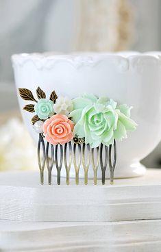 Menthe verte et pêche fleur cheveux peigne Rose cheveux par LeChaim