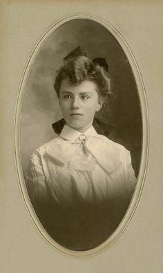 +~+~ Antique Photograph ~+~+  Beautiful Young Woman ~ North Dakota.