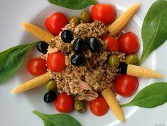 Doprajte si na večeru tento extra rýchly, výživný a veľmi chutný pohánkovo-tuniakový šalát. Ingrediencie (na 2 porcie): 100g suchej pohánky 2 tuniaky Calvo v olivovom oleji (150g) paradajky bazalka (najlepšie čerstvá) olivy špenát baby kukuričky Postup: Pohánku si pripravíme podľa návodu. Keď je hotová, zmiešame ju s tuniakmi v oleji, nasekanou bazalkou, olivami a zeleninou. […]Podeľte sa o tento super recept so známymi Risotto, Oatmeal, Breakfast, Ethnic Recipes, Fit, Drink, Bulgur, The Oatmeal, Morning Coffee