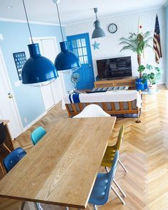 気分はアメリカン♪さわやかで心地よい、西海岸風インテリア実例集 | folk Dining Room, Dining Table, Beach Design, California Style, Coastal Living, Bathroom Interior, Wonderful Places, House Plans, House Design