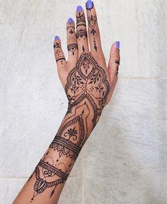 ✧ p i n t e r e s t ✧ mehndi designs henna tattoo Palm Henna Designs, Cute Henna Designs, Beautiful Henna Designs, Mehndi Designs For Hands, Henna Tattoo Designs, Hand Designs, Henna Inspired Tattoos, Small Henna Tattoos, Simple Henna Tattoo