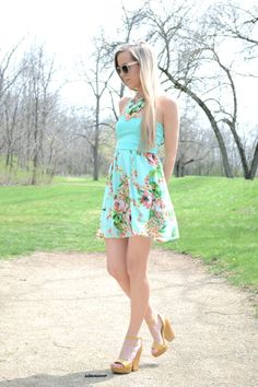 Blogger Lacy Rose in a Deb Shops #floral #dress