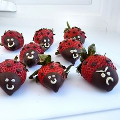 Eyes and mouths - white chocolate by River (Wing-It Vegan), via Flickr