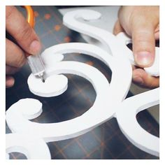 Who crafts with foam board? You can make beautiful stuff with a little creativity and a few simple tools Dollar Store Crafts, Dollar Stores, Thermocol Craft, Foam Board Crafts, Dining Chair Makeover, Styrofoam Crafts, Diy Chandelier, Chandeliers, Mesh Wreath Tutorial