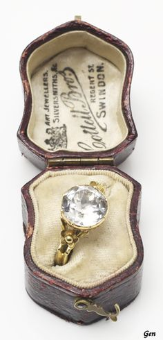 A Guide To Antique Engagement Rings Earring Jewelry Box, Kids Jewelry Box, Large Jewelry Box, Musical Jewelry Box, White Jewelry Box, Jewelry Case, Jewellery, Antique Engagement Rings, Antique Rings