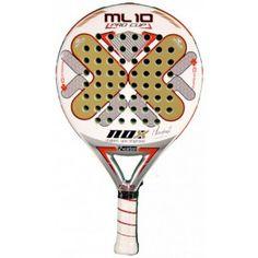 La pala de padel Nox Ml10 Pro cup es una raqueta muy equilibrada entre potencia y control, con un tacto muy agradable en golpeo. Es una pala con el peso muy centrado. http://www.newpadel.es/nox/156-nox-ml10-pro-cup.html