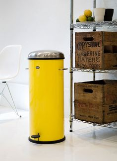 Never Thought A Garbage Bin Could Be So Pretty Poubelle Jaune, Poubelle  Cuisine, Poubelle